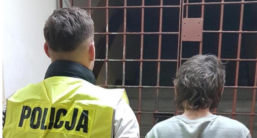 Sprawy kryminalne - kronika, Rozbój jednym sklepów Włocławku latek chciał pobić ekspedientkę - zdjęcie, fotografia