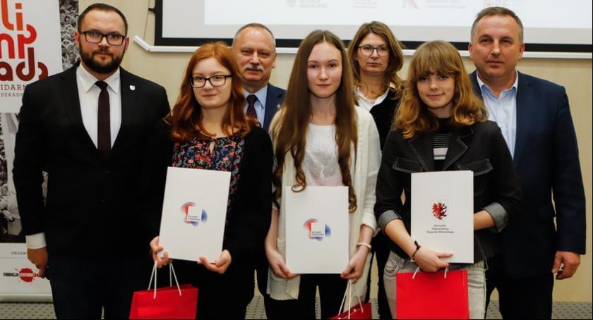 Sejmik, Półmetek Olimpiady Solidarności Wśród nagrodzonych uczennica Włocławka - zdjęcie, fotografia