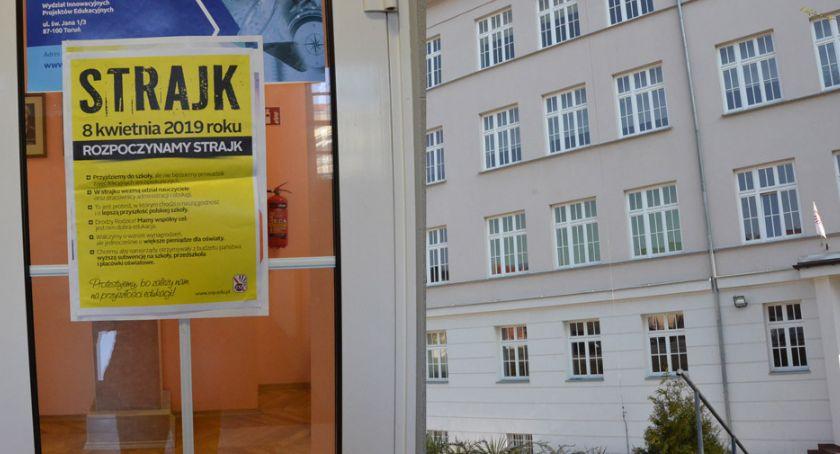 Szkoły podstawowe, Strajk nauczycieli Włocławku Wiemy nauczycieli protestuje strajkuje - zdjęcie, fotografia