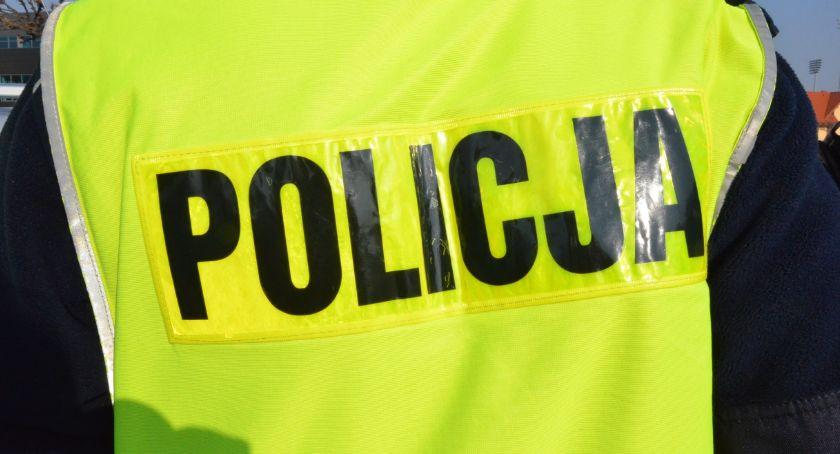 Sprawy kryminalne - kronika, Wyrwał reklamówkę latkowi Złapał policjant pomocą świadków - zdjęcie, fotografia