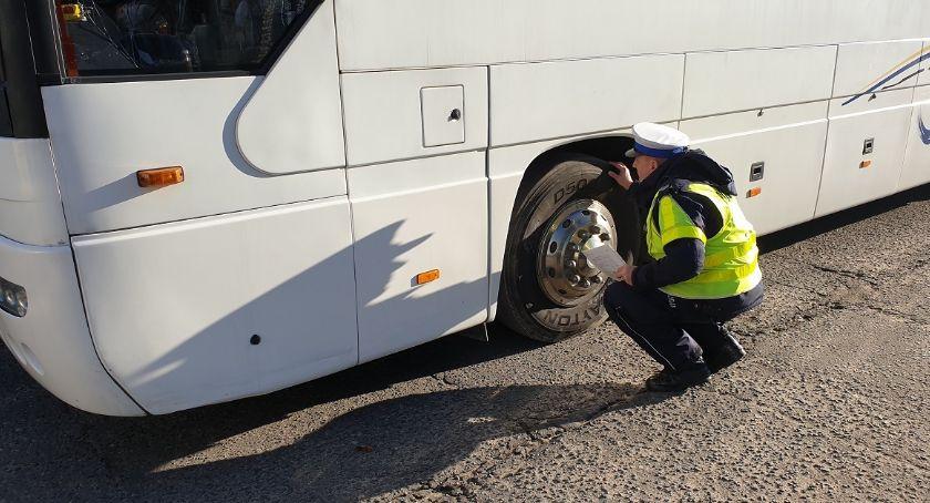 Policja - komunikaty policyjne, Policja zapowiada kontrole Ruszył sezon wycieczkowy - zdjęcie, fotografia