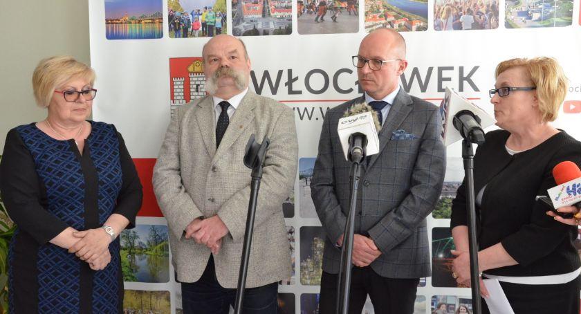 Urząd Miasta, wynagrodzeniem strajk włocławskich nauczycieli - zdjęcie, fotografia