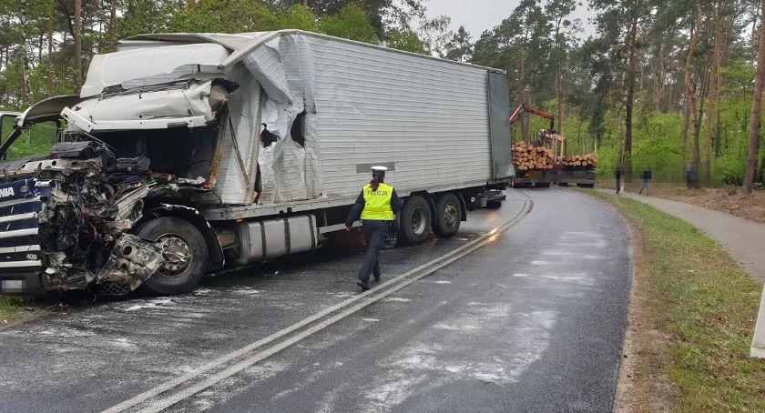 Wypadki drogowe, Zderzenie dwóch ciężarówek drodze Włocławek Wieniec [FOTO] - zdjęcie, fotografia