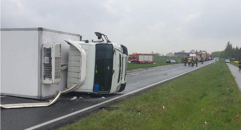 Wypadki drogowe, Tragiczny wypadek regionie Citroen zderzył czołowo ciężarówką żyje kierowca - zdjęcie, fotografia