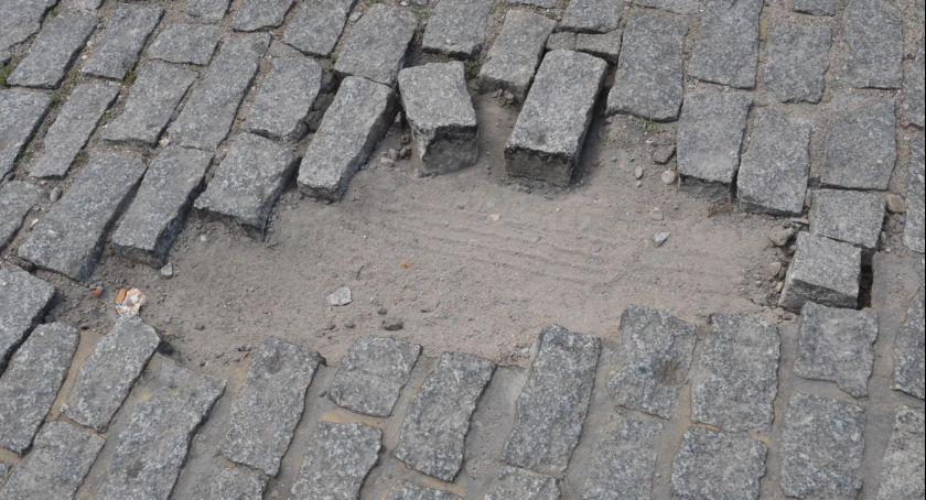 Inwestycje, Kostka Zielonym Rynku Włocławku woła pomstę nieba Kiedy zostanie naprawiona - zdjęcie, fotografia
