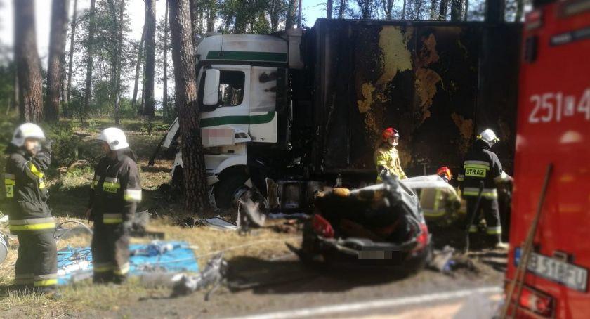 Wypadki drogowe, Tragiczny wypadek między Toruniem Bydgoszczą Osobówka uderzyła - zdjęcie, fotografia