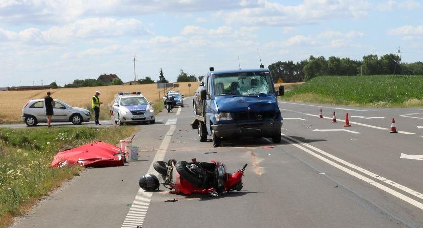 Wypadki drogowe, Tragiczne zderzenie motoroweru lawetą Mogilnie żyją osoby - zdjęcie, fotografia