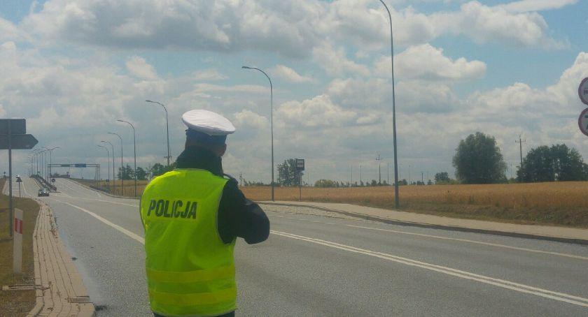 Komunikaty, kontroli mandatów jednego koniec akcji policji - zdjęcie, fotografia