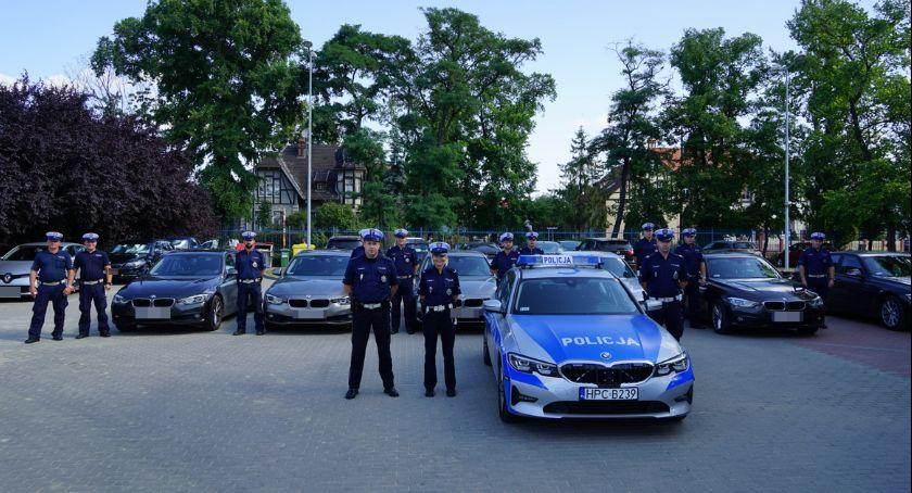 Policja - komunikaty policyjne, Superszybkie radiowozy specgrupy SPEED wkraczają akcji Wiemy będą kontrolowali - zdjęcie, fotografia