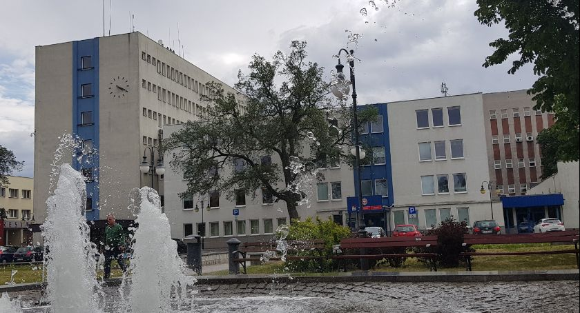 Rynek pracy, Urząd Miasta Włocławku zatrudni dyrektora Aplikujesz - zdjęcie, fotografia