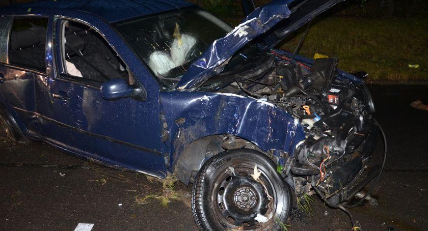 Wypadki drogowe, Śmiertelny wypadek Kikole uderzył drzewo potem ogrodzenie - zdjęcie, fotografia