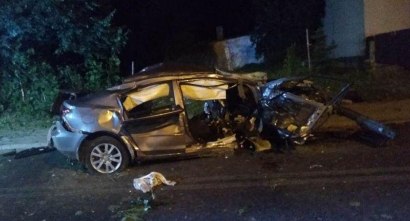 Wypadki drogowe, Tragiczny wypadek Chalinie żyje letni kierowca mazdy - zdjęcie, fotografia