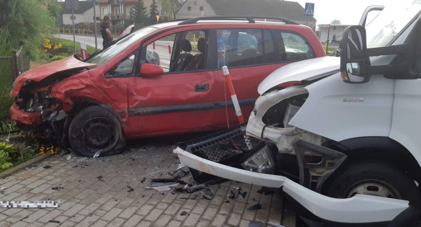 Wypadki drogowe, Wypadek regionie Iveco zderzyło oplem [ZDJĘCIA] - zdjęcie, fotografia