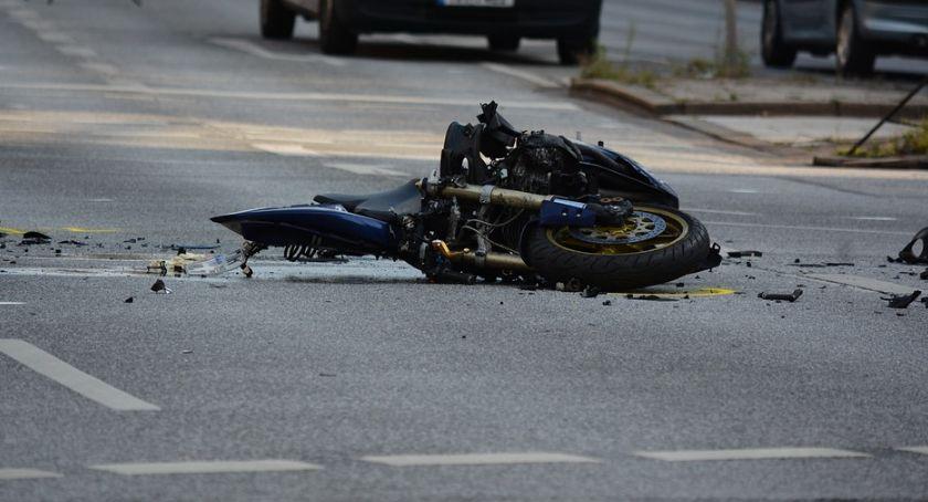 Wypadki drogowe, Tragiczny wypadek miejscowości Włóki żyje letni motocyklista kierujący Suzuki - zdjęcie, fotografia