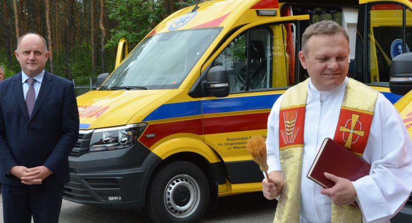 Inwestycje, Włocławski szpital otrzymał ambulanse - zdjęcie, fotografia