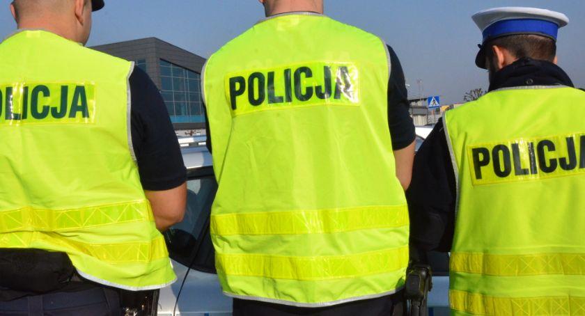 Sprawy kryminalne - kronika, Podryw policjanta Włocławku mężczyźni postanowili zabawić - zdjęcie, fotografia