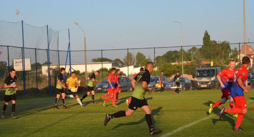 Piłka nożna, Victoria Smólnik Kujawiak Kruszyn - zdjęcie, fotografia