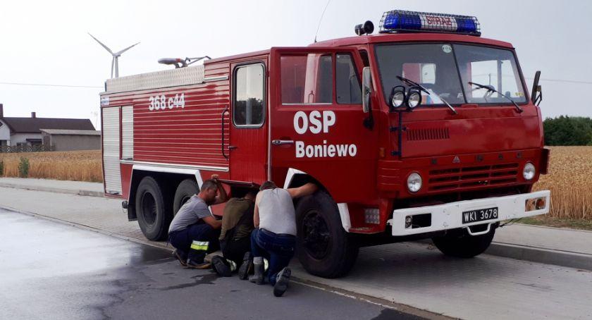 Pożary interwencje straży , Strażacy Boniewa zbierają samochód proszą pomoc Obecny Muzeum kółkach - zdjęcie, fotografia