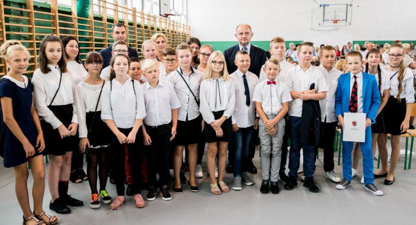 Sejmik, Rozpoczęcie szkolnego 2019/2020 Marszałek odwiedził szkołę Brześciu Kujawskim [FOTO] - zdjęcie, fotografia