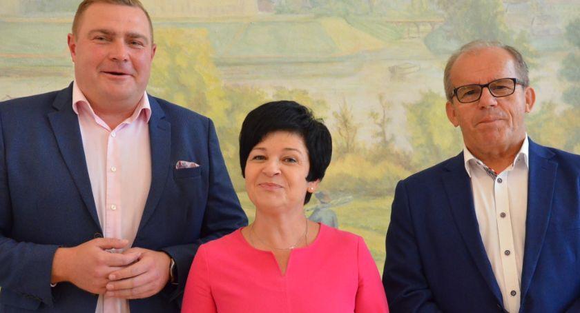 Inwestycje, Starosta włocławski dziękuje poseł Joannie Borowiak senatorowi Józefowi Łyczakowi Wiemy - zdjęcie, fotografia