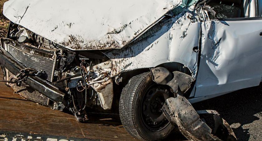 Wypadki drogowe, Wypadek Lipnie Uderzył drzewo potem zaczął uciekać - zdjęcie, fotografia