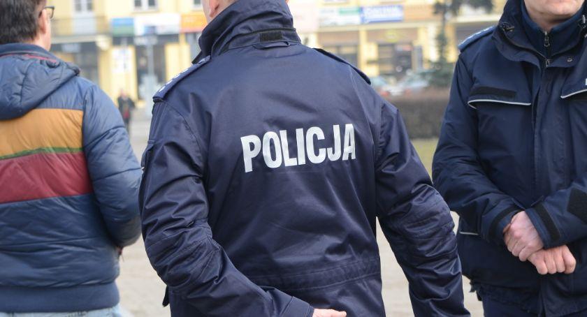 Sprawy kryminalne - kronika, Kopał groził pozbawieniem życia gwałtem spaleniem lipnowskim policjantom - zdjęcie, fotografia