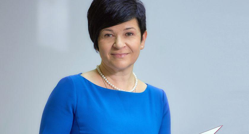 Polityka, Wybory parlamentarne Włocławek Joanna Borowiak pracuje - zdjęcie, fotografia