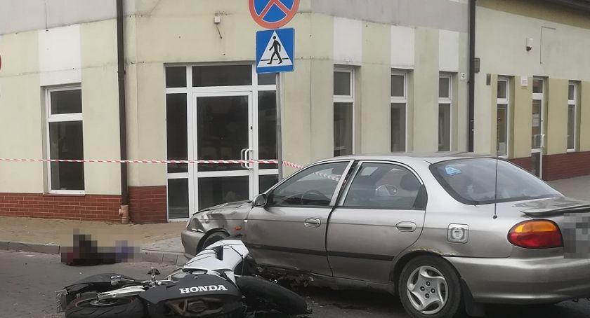 Wypadki drogowe, Motocykl uderzył osobówkę Brześciu Kujawskim Droga zablokowana - zdjęcie, fotografia