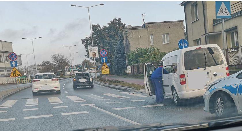 Wypadki drogowe, Wypadek Okrzei Włocławku Kierowca skody szpitalu [ZDJĘCIA] - zdjęcie, fotografia