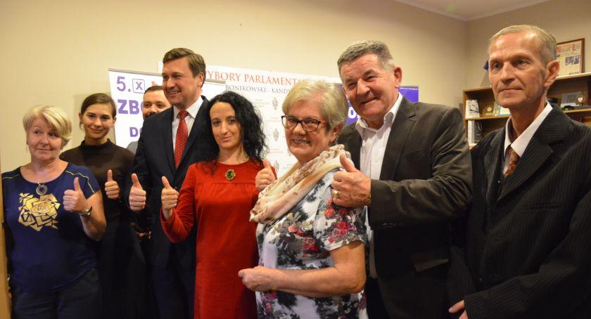 Polityka, Wybory Kandydat Senatu Łukasz Zbonikowski dokonuje posumowania - zdjęcie, fotografia