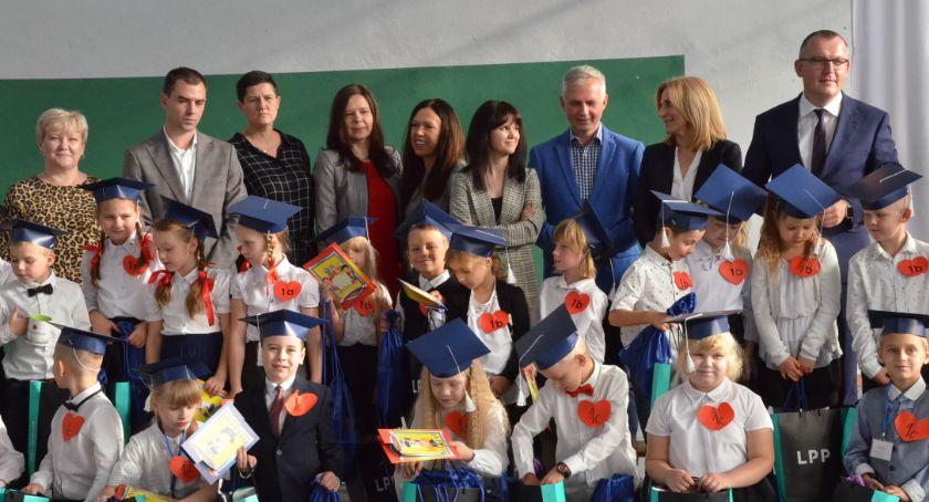 Szkoły podstawowe, Ślubowanie pierwszych Brześciu Kujawskim [ZDJĘCIA] - zdjęcie, fotografia
