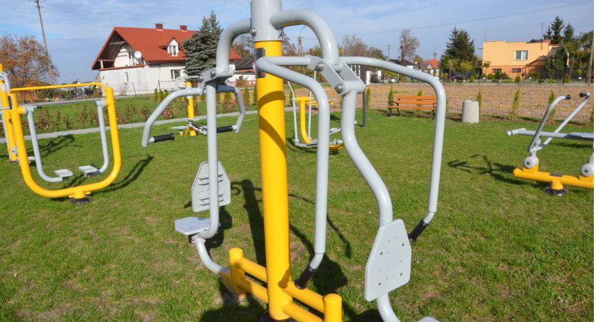 Inwestycje, Otwarta Strefa Aktywności Gminie Włocławek Dobra wzbogaciła zabaw siłownie - zdjęcie, fotografia