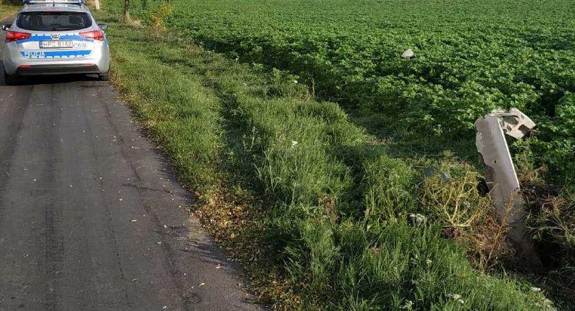 Wypadki drogowe, Ciągnikiem rolniczym ściął słup energetyczny Gminie Dobre Potem odjechał miejsca [ZDJECIA] - zdjęcie, fotografia