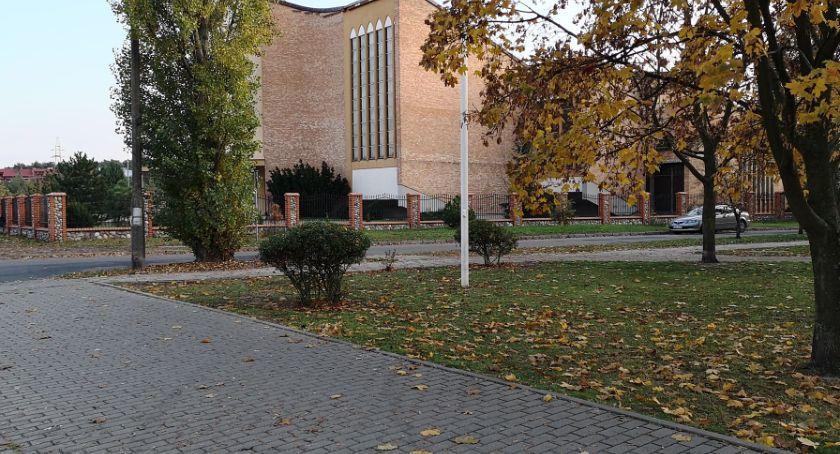Inwestycje, INTERWENCJA Mieszkańcy Włocławka skarżą nierówny chodnik - zdjęcie, fotografia