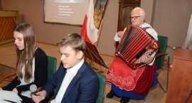 Patriotyczne śpiewanie w MBP we Włocławku