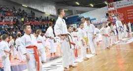 Młodzi karatecy na meczu Anwil Włocławek - AZS Koszalin
