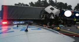 Płonąca ciężarówka na DK: Zderzyły się dwa auta ciężarowe. Jedna osoba nie żyje