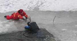 Służby ratunkowe w akcji: Wpadł do przerębla. Na szczęście …