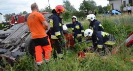 Ewakuacja szkoły, pożar i wypadek drogowy w Boniewie. 14 jednostek straży w akcji [ZDJĘCIA]