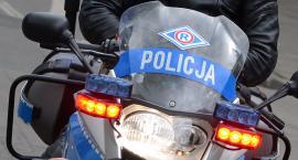 Wypadek motorowerzysty w Pińczacie pod Włocławkiem. Mężczyzna trafił do szpitala