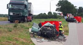 Śmiertelny wypadek w Nakle nad Notecią. Ciężarówka zderzyła się samochodem osobowym