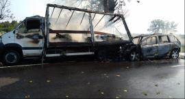 Wypadek w Płowcach. Spłonęły dwa samochody [FOTO]