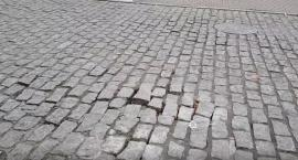 Potrącenie pieszej przy Zielonym Rynku we Włocławku. Kobieta trafiła do szpitala