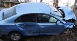 Wypadek w Samszycach w powiecie radziejowskim. Skoda wpadła do rowu [ZDJĘCIA]