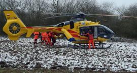 Wypadek przy wycince drzew w Radziejowie. 48-latka zabrał śmigłowiec do szpitala