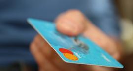 Mieszkaniec Rypina płacił znalezioną kartą bankomatową. Grozi mu za to ...