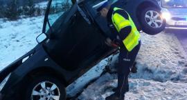 Wypadek w Starorypinie Rządowym. Kierowca wjechał do rowu. Pasażer w szpitalu [FOTO]