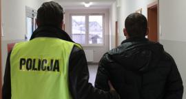 Kradzież rozbójnicza w jednym ze sklepów w Lipnie. Złodziej podarł odzież pracownikowi ochrony