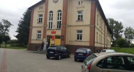Uczniowie nauczyciele mieszkańcy za Marysinem. Ostry bój o szkołę w Lubrańcu
