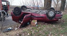 Dachowanie samochodu w Bieganowie. 22-latka szczęśliwie uszła z życiem [FOTO]